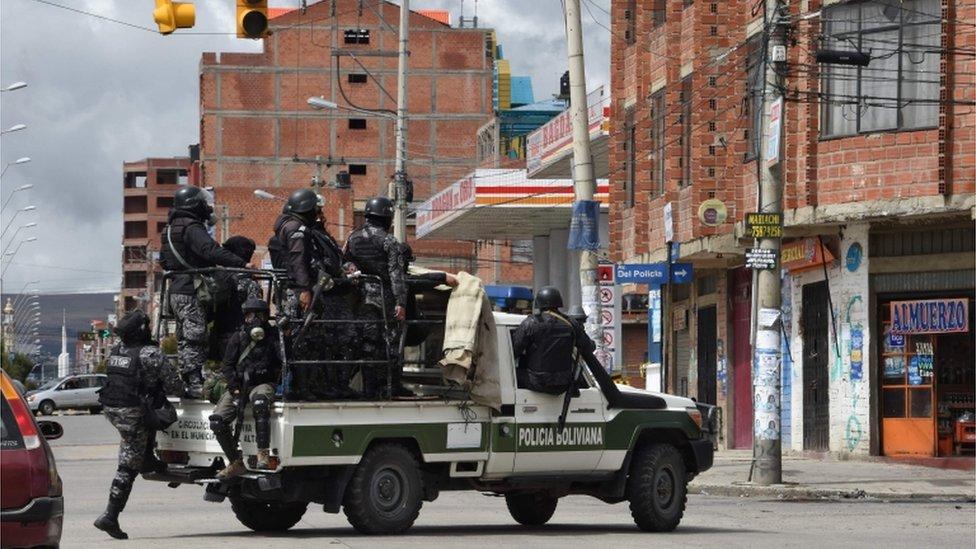 La policía boliviana se desplegó en El Alto para intentar frenar la violencia.