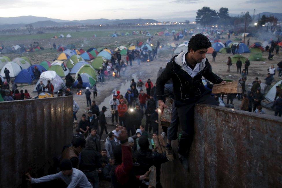 Migrants scuffle over firewood near Greece's Idomeni border crossing with Macedonia, 6 March