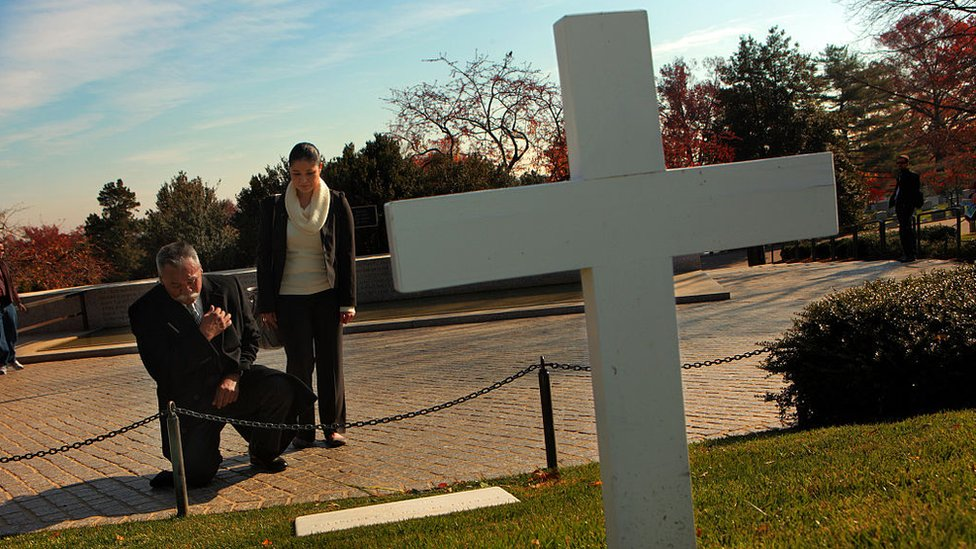 En 2010, Juan Romero visitó junto a su hija Elda por primera vez la tumba de Robert Kennedy en el cementerio de Arlington.