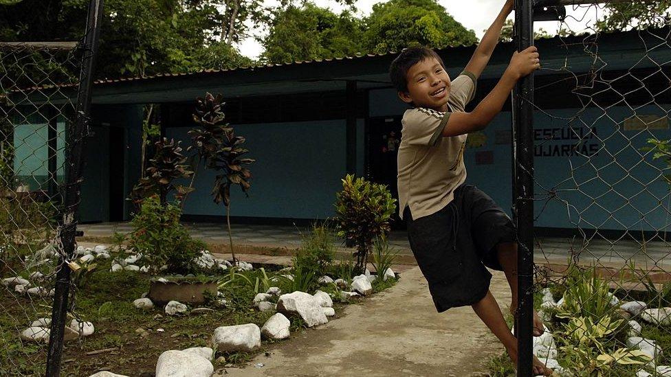 Escuela en una zona rural de Costa Rica