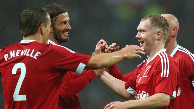 David Beckham & Paul Scholes turn back the clock