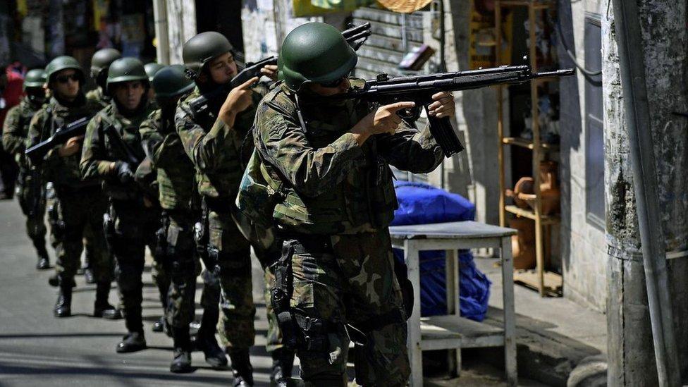 Soldados en la favelas de Río de Janeiro.