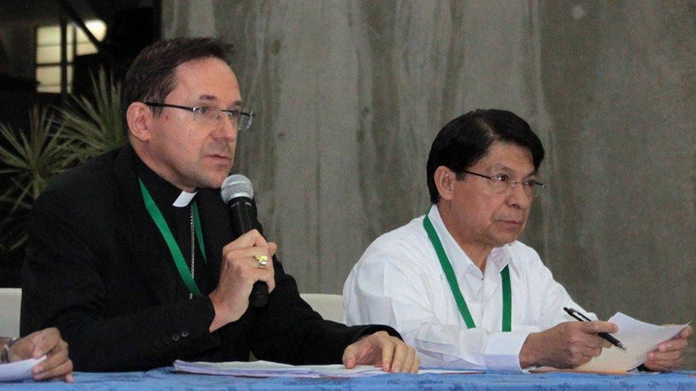 El nuncio Waldemar Sommertag junto al ministro de Relaciones Exteriores de Nicaragua, Denis Moncada