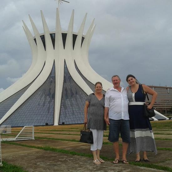 Maria Cristina con sus padres en Brasilia