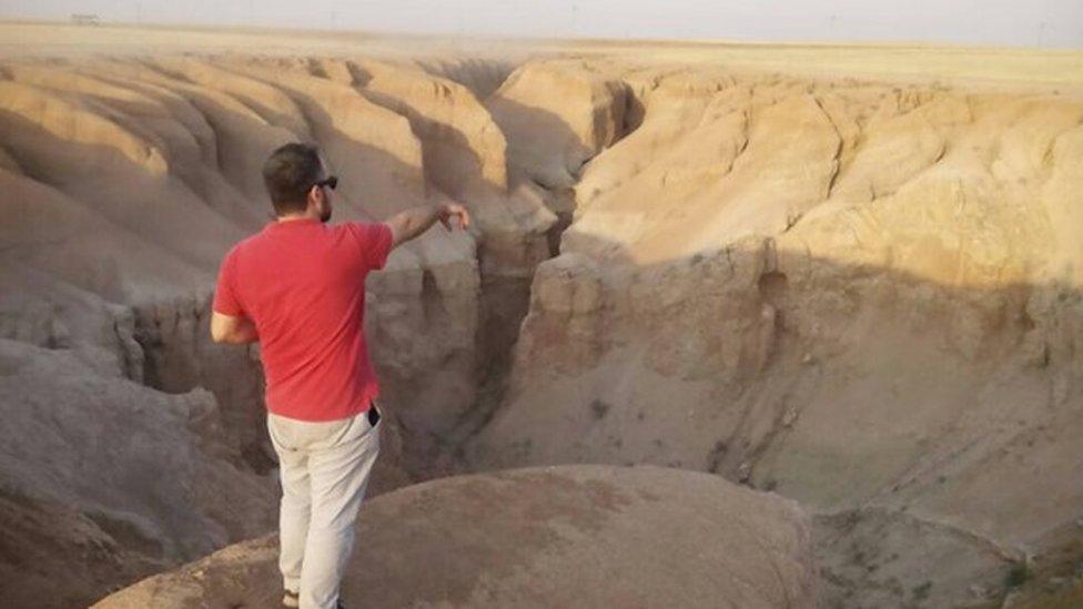 Human Rights Watch activist visits al-Hota gorge