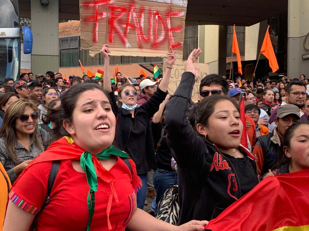 Manifestantes denuncian fraude