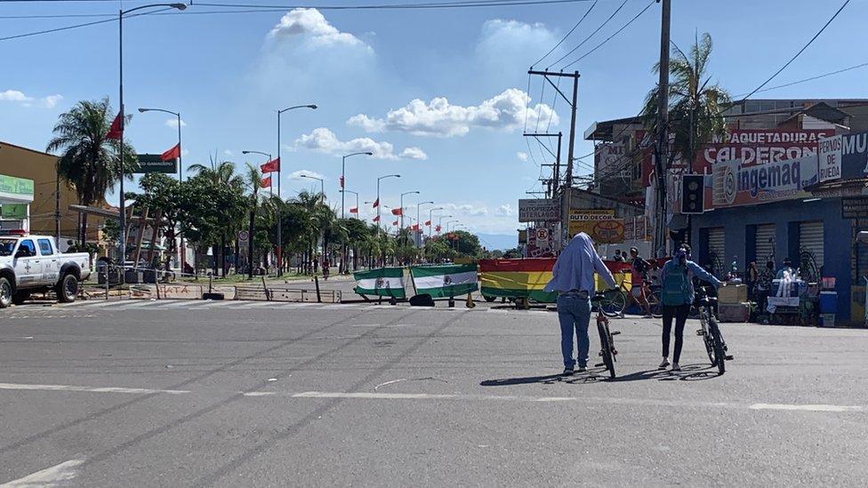 Los bloqueos son el denominador común en las calles de Santa Cruz.