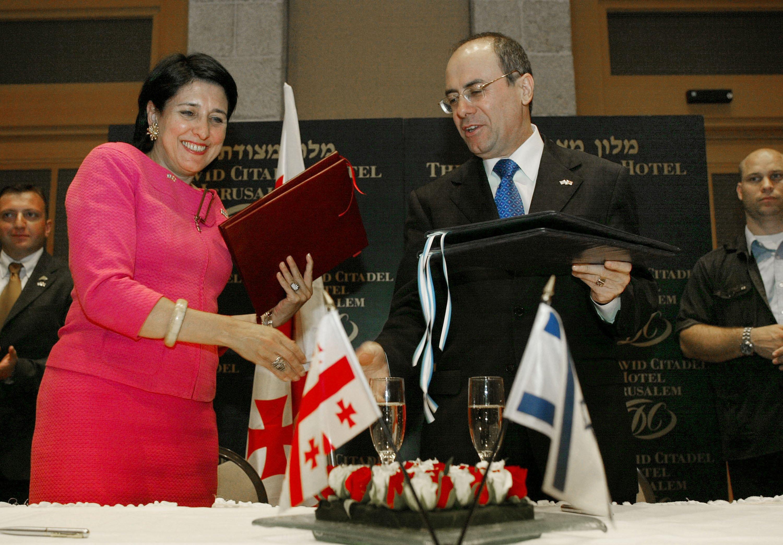 وقعت زورابيشفيلي اتفاقيات تعاون مع إسرائيل عندما كانت وزيرة خارجية جورجيا.
