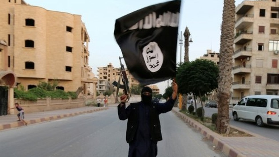 Islamic State: Iraq sentences French citizens to death
