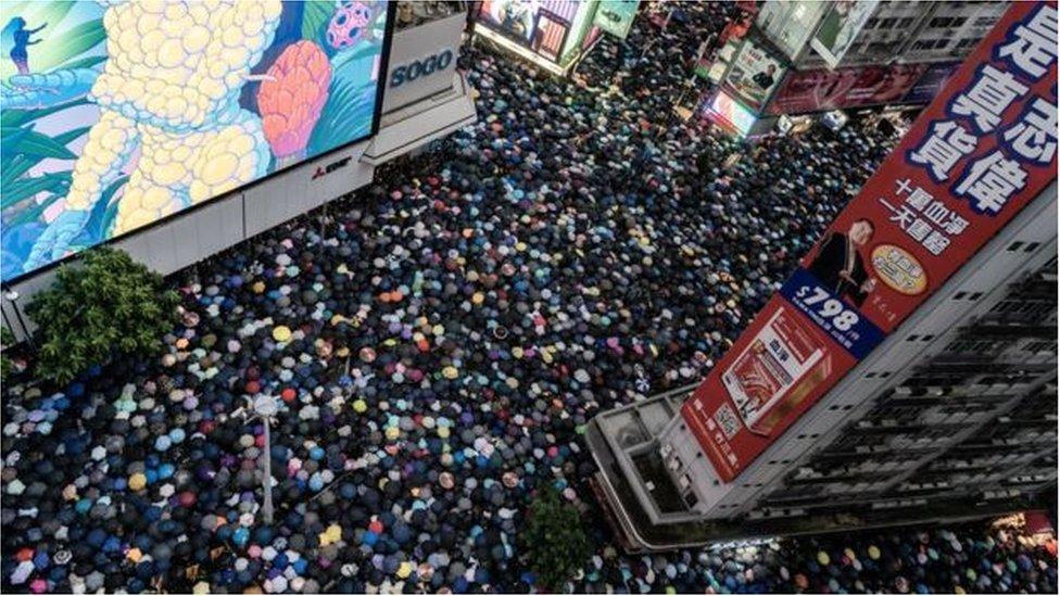 متظاهرون في أماكن أخرى من هونغ كونغ