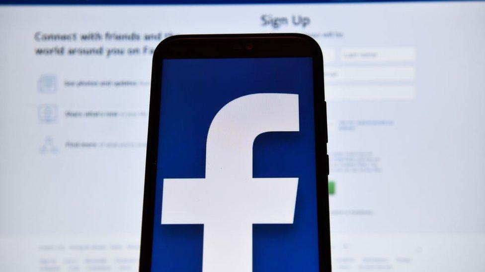 Facebook, Live