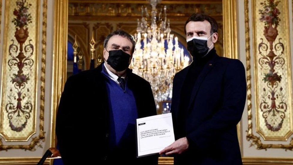 الرئيس الفرنسي يتسلم تقرير المؤرخ اللفرنسي المكلف من الرئاسة بنيامين ستورا حول الاستعمار وحرب الجزائر(1954-1962)
