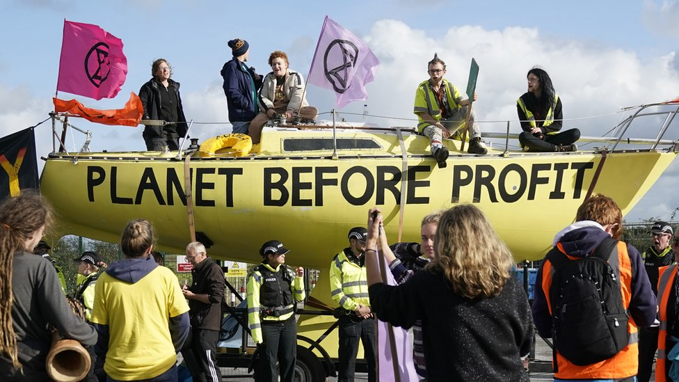 Fracking activists block the entrance to the Cuadrilla's fracking site