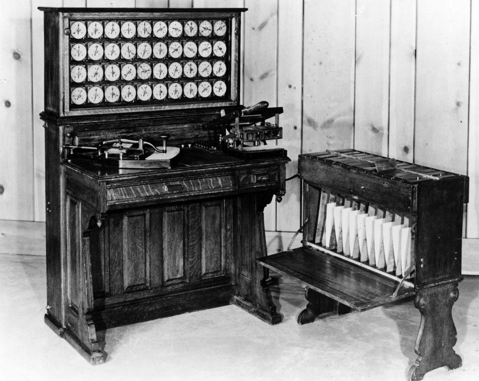 El tabulador y clasificador de Herman Hollerith, utilizado para procesar el censo de Estados Unidos de 1890.