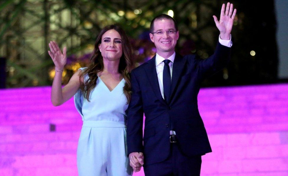 Anaya con su esposa.