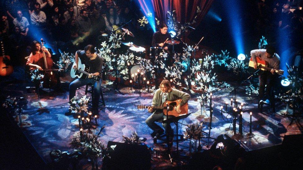 Nirvana play MTV Unplugged
