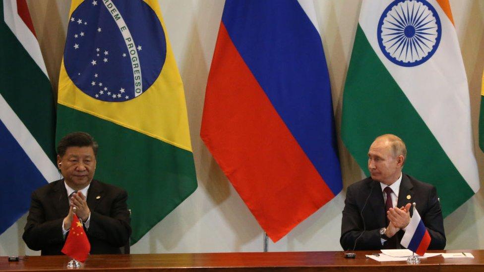 Putin y Xi Jinping en la cumbre de los BRICS en Brasil en 2014.