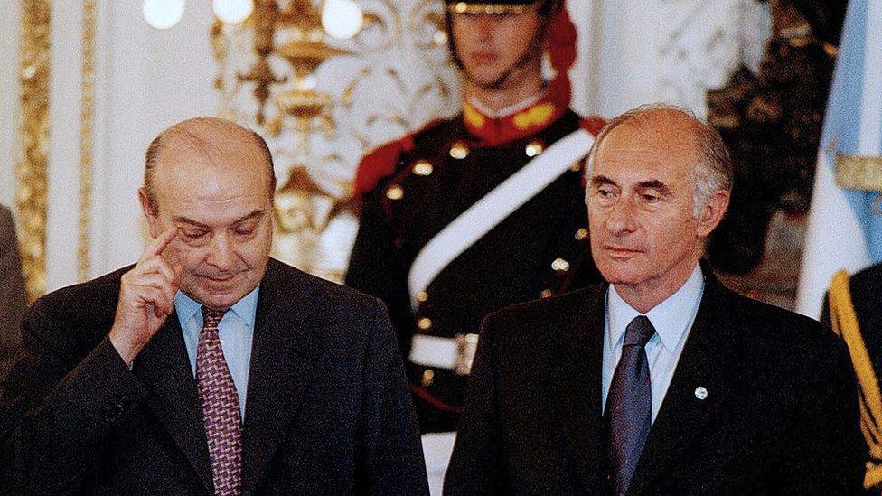 Domingo Cavallo, exministro de Economía argentino y Fernando de la Rúa, expresidente de Argentina
