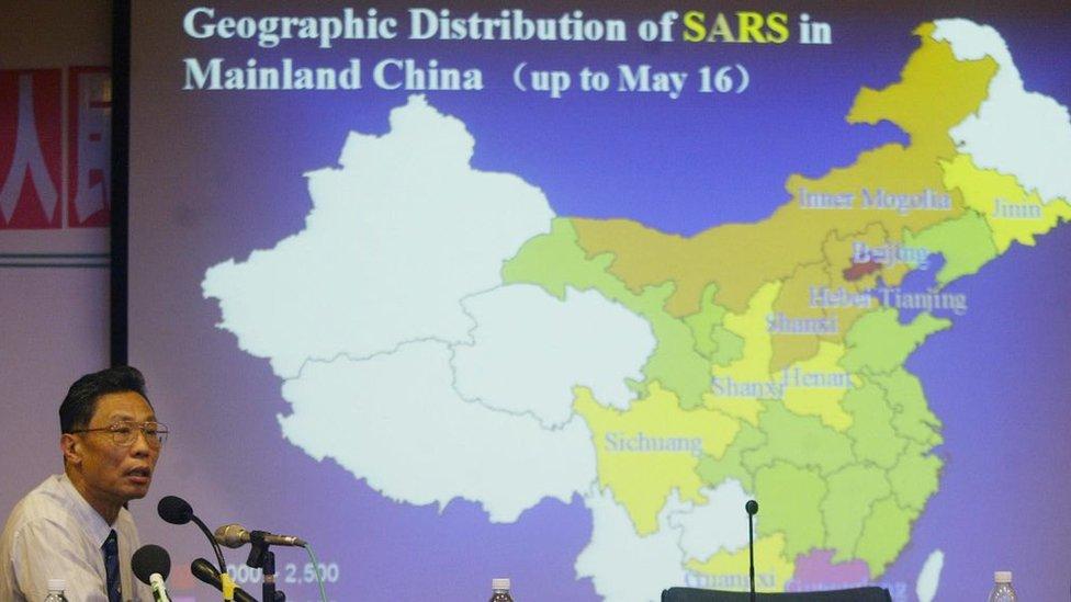 SARS, foto de rueda de prensa de 2003.