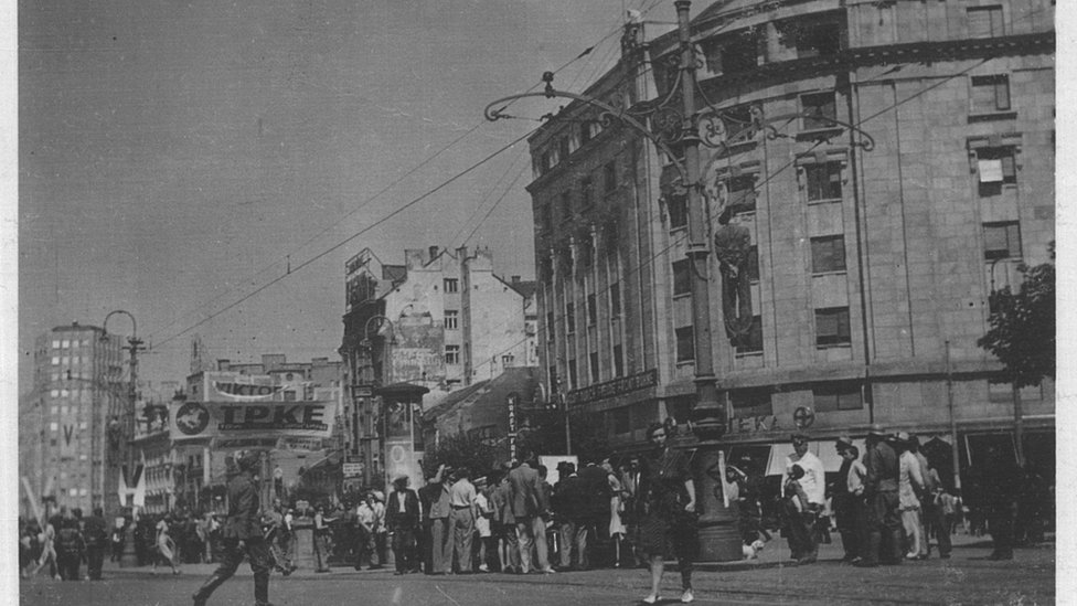 Okupljeni na Terazijama 1941. godine