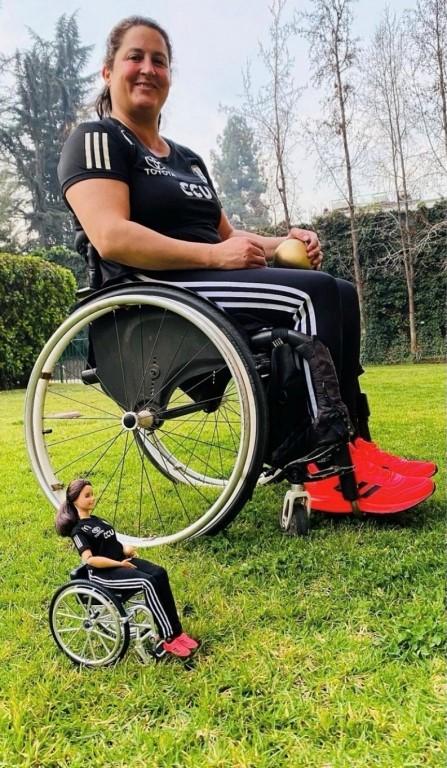 Francisca Mardones con su muñeca