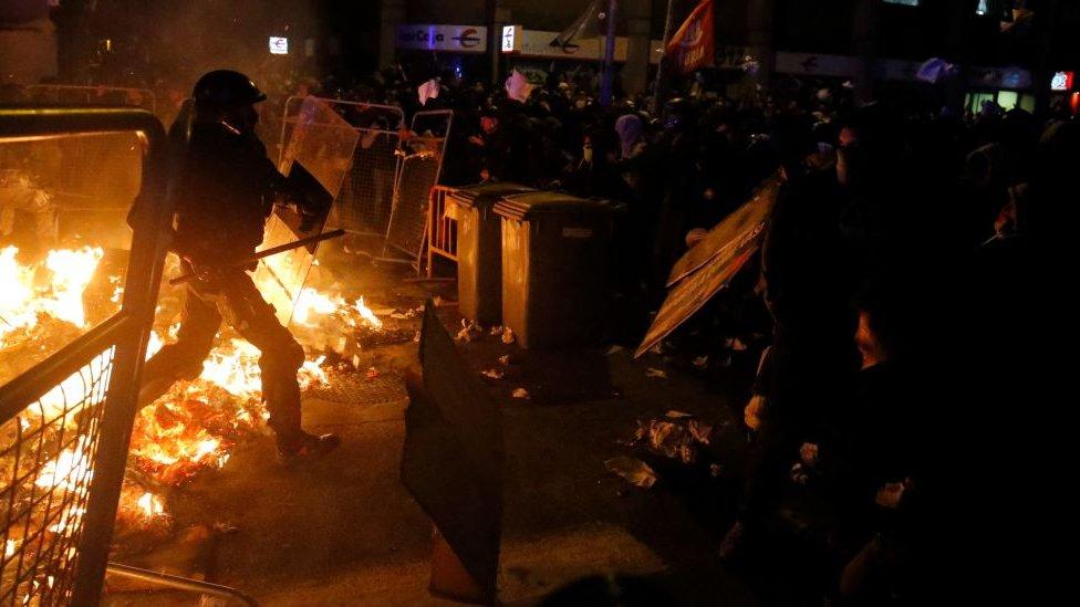 Barricadas durante las protestas en Barcelona.