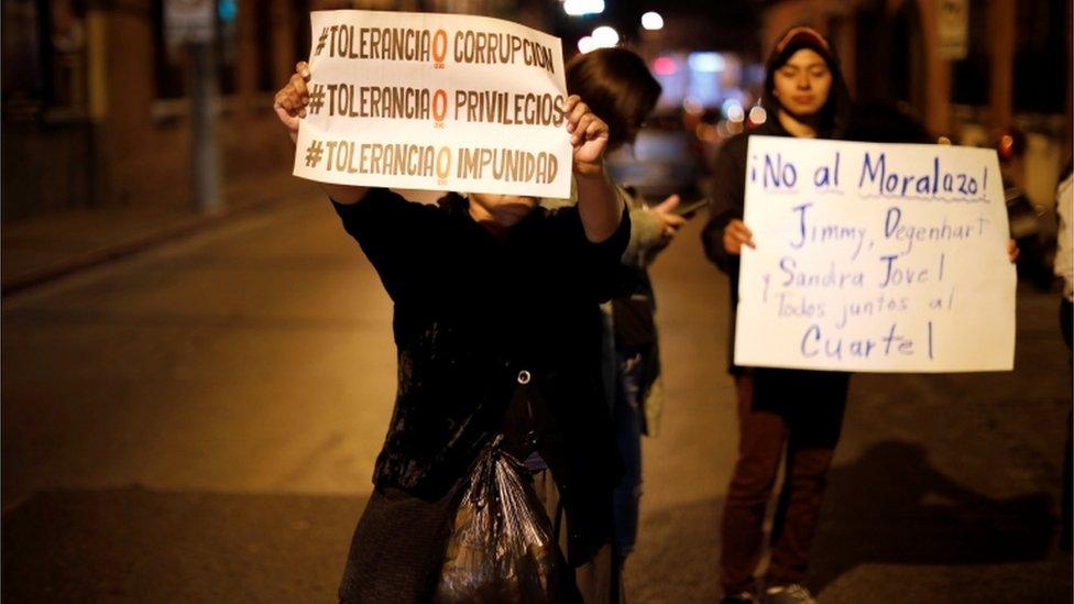 Manifestantes en contra de la decisión del gobierno guatemalteco de expulsar a la Cicig.