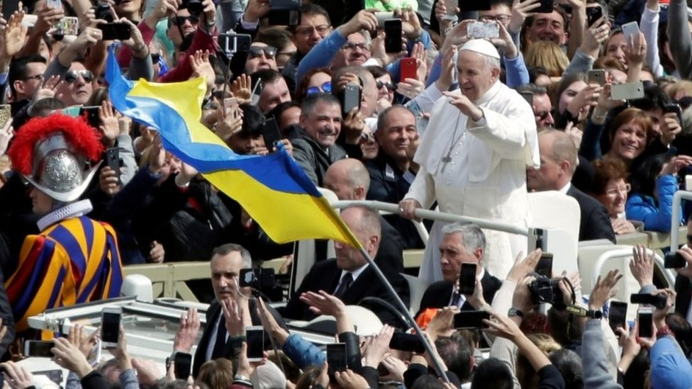 Pope Francis greets the faithful from his Popemobile after the Easter Mass at St Peter's Square at the Vatican April 1, 2018