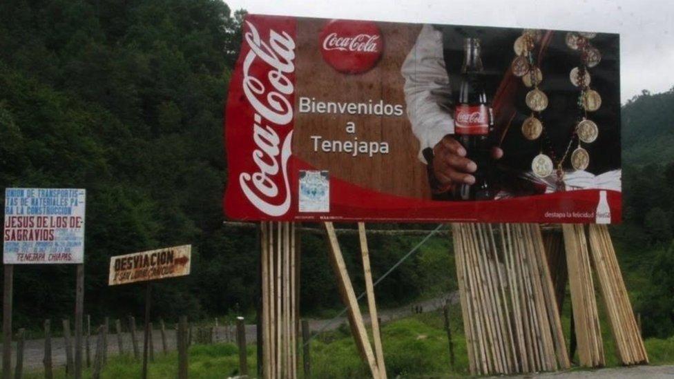 Cartel de Coca-Cola en entrada a Tenejapa