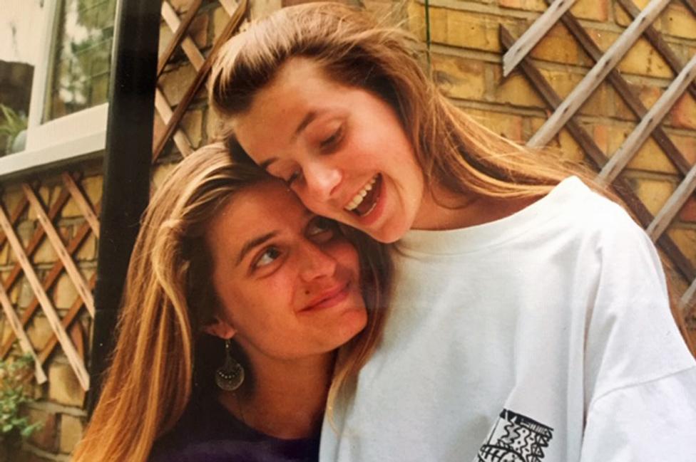 Jo (izq.) y Jen (der.) en 1989-90, poco antes de que Jo enfermara.