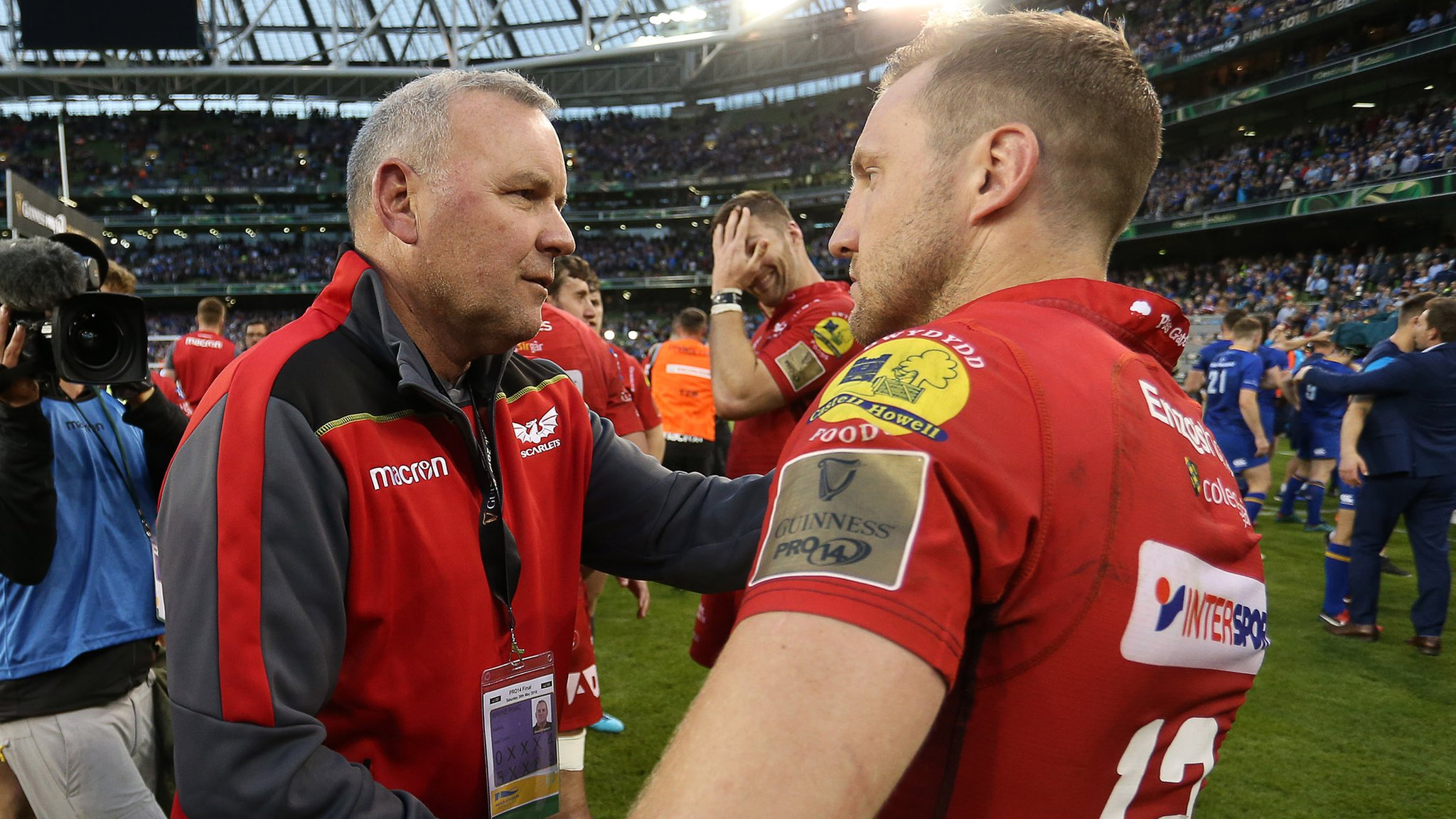 Hadleigh Parkes: Scarlets centre backs Wayne Pivac to be Wales success