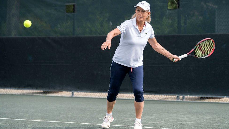Martina Navratilova participa en un torneo en los Hampton, Estados Unidos.