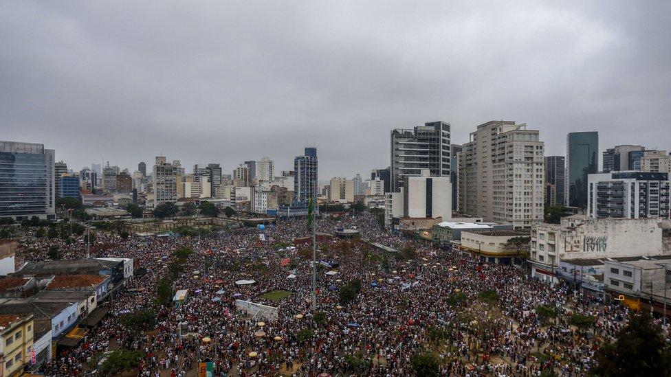 Vista de las manifestaciones en Sao Paulo.