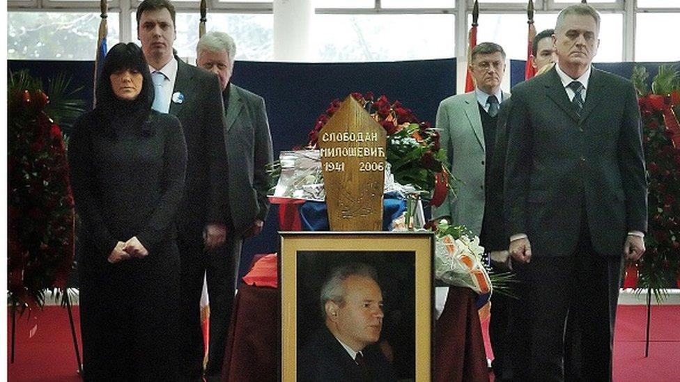 Maja Gojković i Aleksandar Vučić (levo), Tomislav Nikolić (desno)