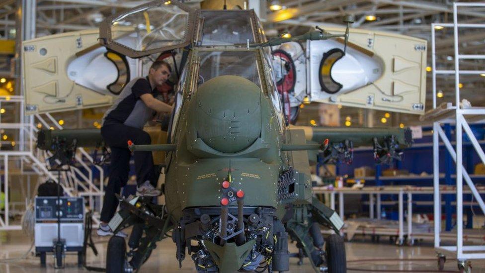 Türk Havacılık ve Uzay Sanayii'nin (TUSAŞ) ürettiği ATAK adı verilen helikopterlerin motorları ABD'de yapılıyor