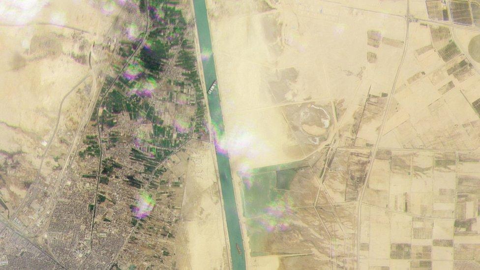 Citra satelit, Ever Given, Terusan Suez pada 24 Maret 2021
