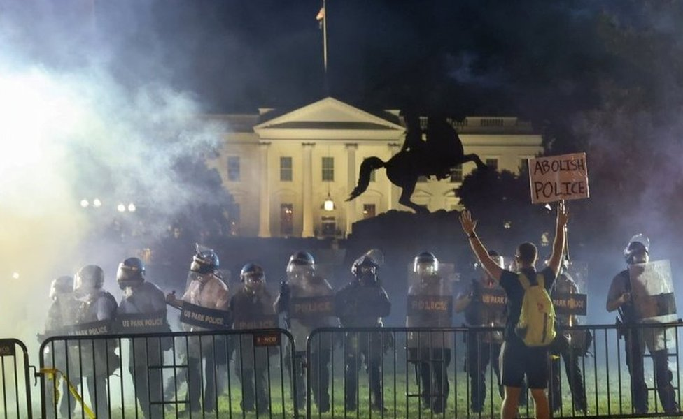 Riot police secure the area around the White House in Washington DC. Photo: 31 May 2020
