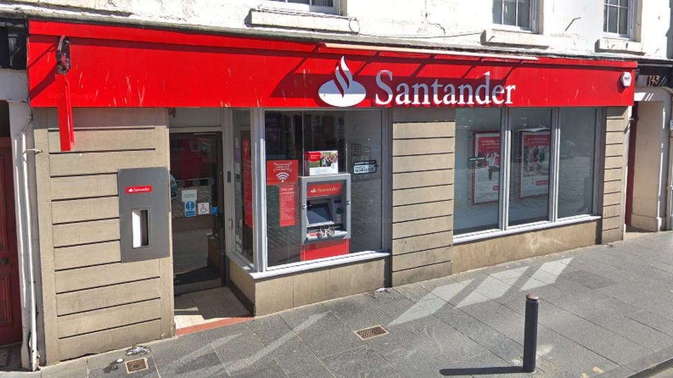 Santander to shut 15 Scottish branches