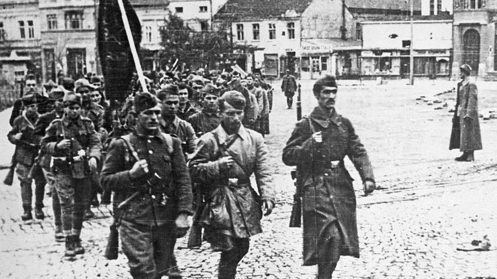 Partisanos entrando en Belgrado.