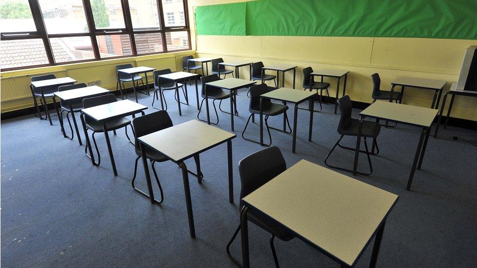 Dugo su učionice bile prazne ili polupune