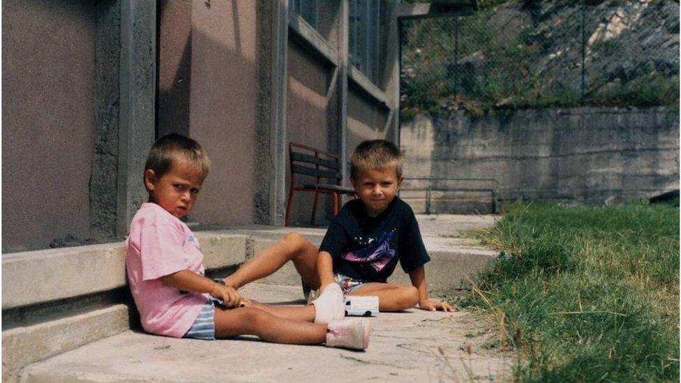 Irvin Mujić sa bratom