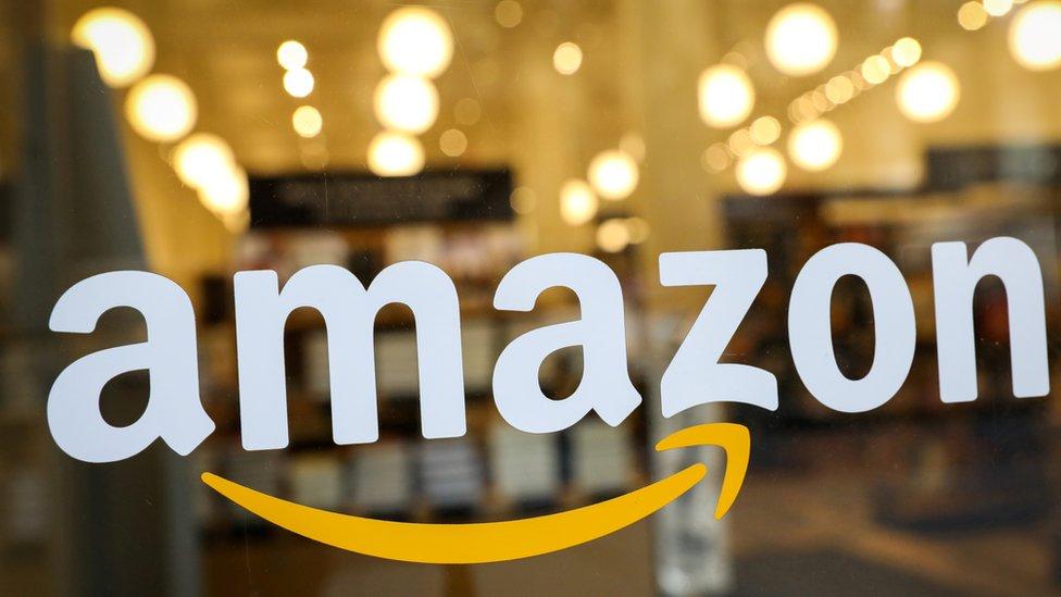 """صنداي تلغراف تقول إن أمازون لم ترد على الانتقادات الموجهة لـ """"تربحها"""" من نشر كتب التطرف اليميني."""