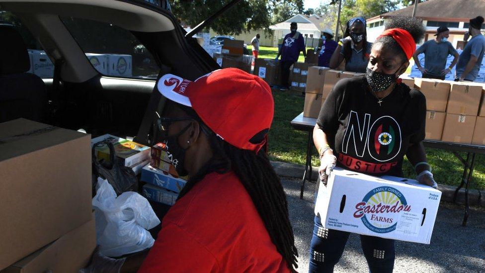 Queue for food bank in Florida