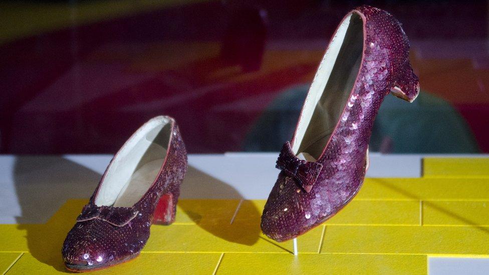 Рубінові черевички