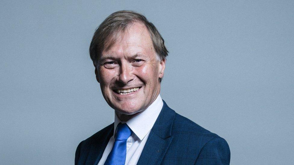 Депутат британского парламента Дэвид Эмесс убит на встрече с избирателями. Полиция считает убийство терактом