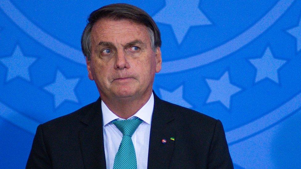 Дайджест: премьер Судана вернулся в резиденцию; в Бразилии одобрили обвинения против Болсонару