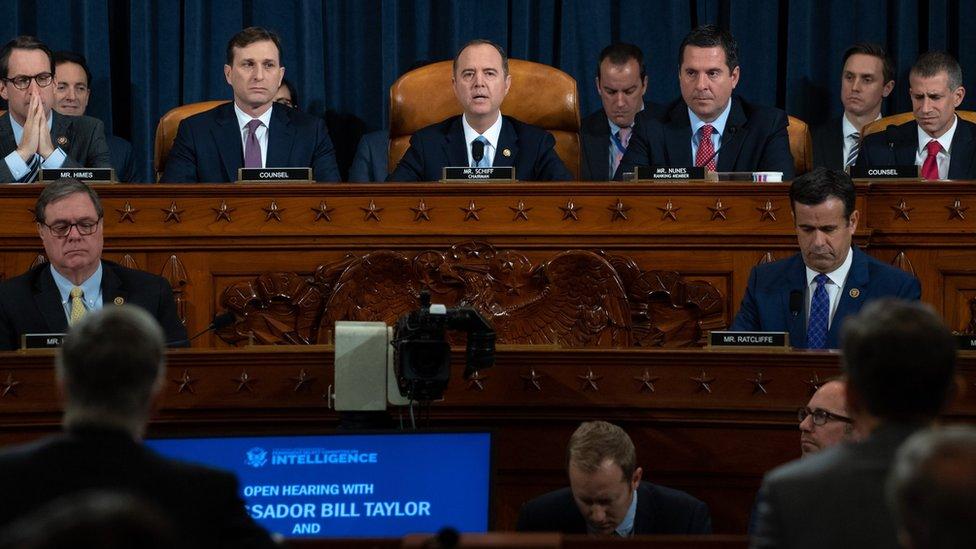 """Audiencias públicas en el Congreso en el marco de la investigación para el """"impeachment"""" contra Trump."""