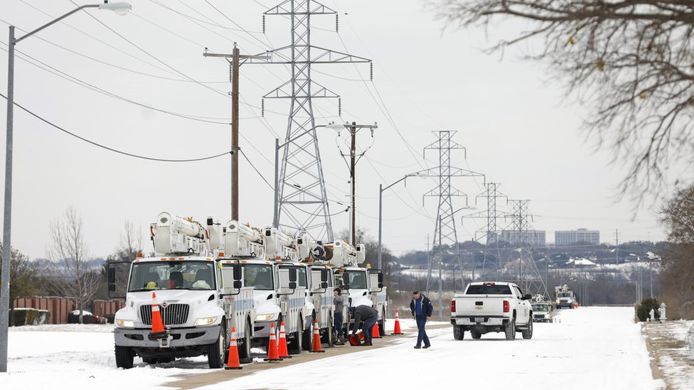 Dondurucu soğuklar nedeniyle Teksas eyaletinde elektrik üretim kapasitesi yarıya düştü.
