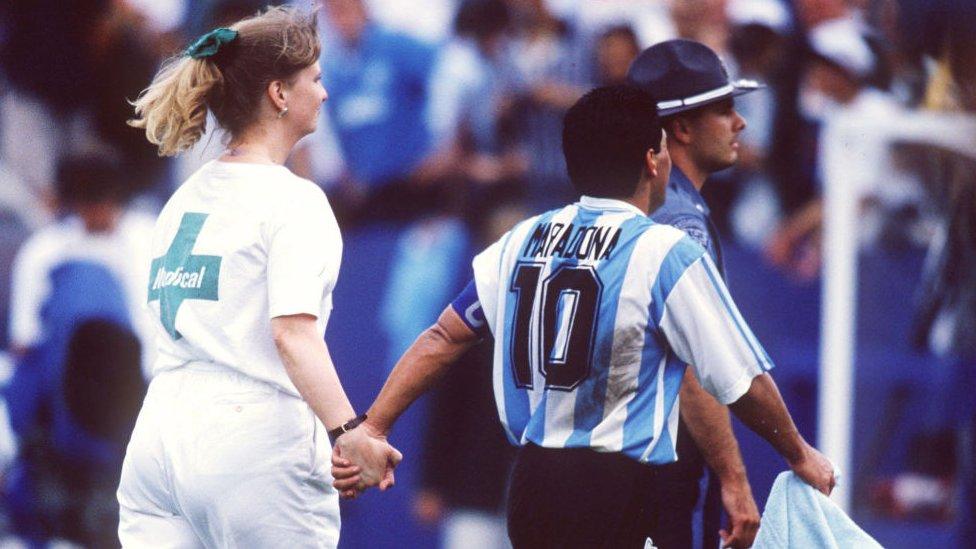 Maradona y una enfermera