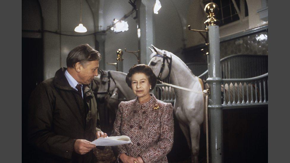 1986年,艾登堡凖備女王伊麗莎白二世的聖誕電視講話。